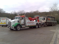 Dragon Rescue Kenworth Recovering 6 Wheeler Grab (JAMES2039) Tags: rescue truck dragon cardiff breakdown grab heavy tow towtruck recovery kenworth wrecker 6wheeler t800 hiab dropside heavyrecovery underlift heavyunderlift dr06gon