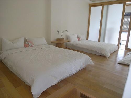 你拍攝的 10雙人床房間。