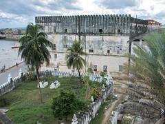 Tombes des sultans (Seb & Jen) Tags: africa tanzania tomb zanzibar stonetown tombe afrique tanzanie