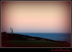 Faro al atardecer (Doenjo) Tags: sea espaa beach geotagged faro mar andaluca cdiz campodegibraltar lalneadelaconcepcin laalcaidesa doenjo farodepuntamala retofs1 retofs2 retofs3 retofs4