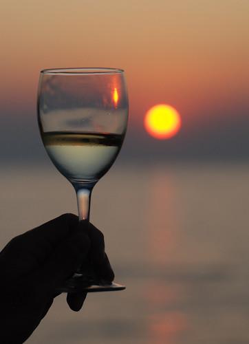 フリー画像| 物/モノ| 食器| グラス| お酒/アルコール| ワイン| 夕日/夕焼け/夕暮れ|     フリー素材|
