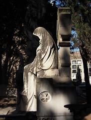 Viuda (Bellwizard) Tags: barcelona cemetery grave graveyard cementerio tumba widow tomba sepultura montjuc sepulcro cementiri vidua viuda sepulcre