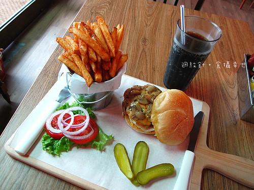師大1885漢堡蘑菇起司牛肉漢堡商業午餐
