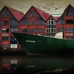 MvM_Emsstrom (MvMiddendorf) Tags: sea water germany seaside ships habor emden obsidiandawn skeletalmess magicunicornverybest mariovanmiddendorf fotokunstkln