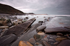 Sealando el infinito (xkiter) Tags: sea beach stone canon mar playa basquecountry paisvasco 1022 piedra 50d