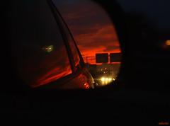 Mirando atrás (Encarna Boada) Tags: road rojo crepúsculo enkartist