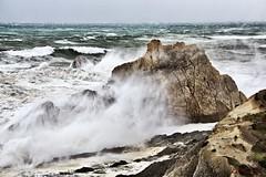 Las olas de mi mar (Leonorgb) Tags: canon mar leo olas temporal cantabria liencres laarnia