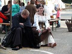 Medieval Market (El-tra) Tags: girl couple candid horn merchants mittelalterlichermarkt haendler niedersachsen lowersaxony medievalmarket händler dornum
