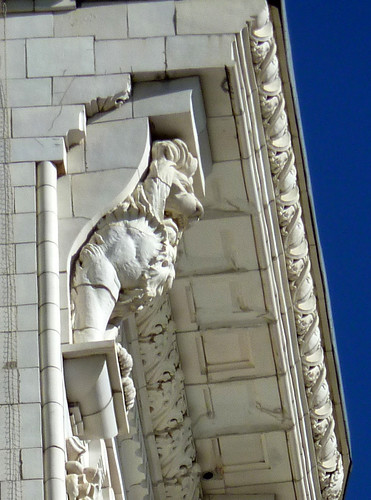 P1000076-2009-12-28-Candler-Building-So-Cornice-Detail