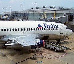Delta 732 N319DL at gate 15, DCA (MichaelB in Houston) Tags: tarmac airport ramp airline airliner airportramp