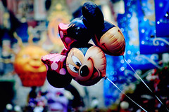 (D o u b l e y o u) Tags: paris canon colorful zoom bokeh disneyland w mickeymouse minniemouse doubleyou ballonz