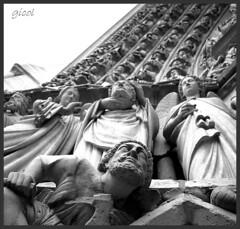 point de vue (gicol) Tags: bw sculpture paris france statue stone bn notredame explore pointofview portal pietra frontpage francia statua parigi scultura portale puntodivista