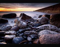 T y n e m o u t h (Reed Ingram Weir) Tags: lighthouse sunrise pier tynemouth circularpolarizer heliopan leefilters canon5dmk2