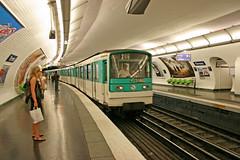 (2) Ternes - Paris (France) (Meteorry) Tags: paris france public station train underground subway europe métro transport platform quai ratp meteorry publique mf67 ternes métropolitain