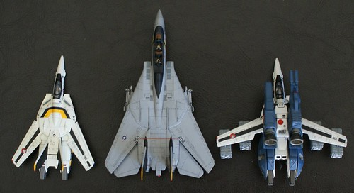 1/144 VF-1 with its cousin the F-14