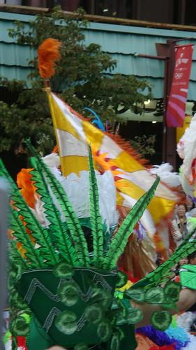 plumes et drapeau