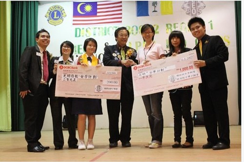 Donation of RM 1000 during Joint Installation 2009