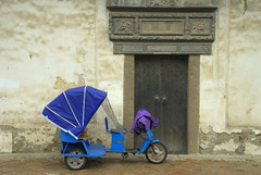 Green disguised in blue! (pranav_seth) Tags: china door blue green electric suzhou transport explore frame rikshaw greenenergy explored chinaprc