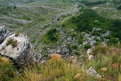 il fiume di blocchi di frana distaccatisi da monte simoneche scorrono lentamente nelle argille del torrente simino  verso valle