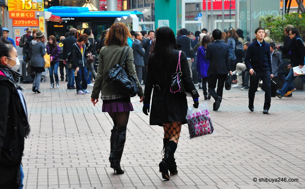 Some more great boot fashion and black stockings. Standard fashion accessories in Shibuya at this time of year.