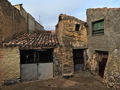 El palacete del To Jarabeo 1 (basajauntxo) Tags: rural casa village pueblo guadalajara ventanas ruinas tio palacete puertas vivienda milmarcos basajauntxo jarabeo