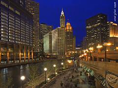 Chicago River Walk (iCamPix.Net) Tags: chicago canon landscape illinois nightshot explore chicagoriver frontpage downtownchicago cookcounty 1239 professinalphotographer markiii1ds