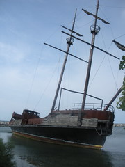 DSCN3921 (mrpain) Tags: abandoned ship niagara pirate arson pirateship leprogress jordanharbour lagrandehermine qewship