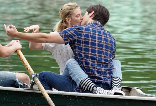 beso de Justin Long y Drew Barrymore