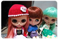 Girls: Francis com a touquinha feita pela vovó,  Capitu e Victoria