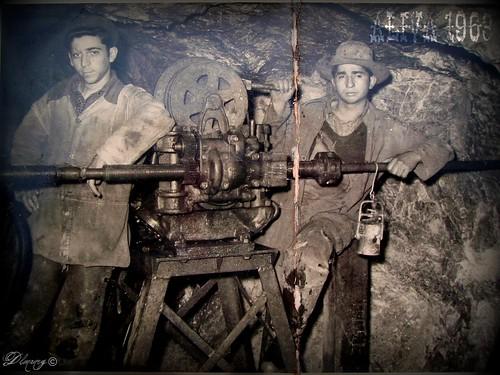 Abilio Alonso y Bonifacio Reigadas en el interior de la mina de Áliva en 1963. Foto de Reigadas en flicr
