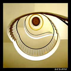 GoldenEye (sediama (break)) Tags: stairs germany pentax hamburg treppe explore staircase frontpage piercebrosnan treppenhaus tinaturner anawesomeshot k20d sediama igp5739 bysediamaallrightsreserved