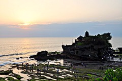 Tinah Lot (rosswebsdale) Tags: sunset sea bali cloud sun rock indonesia temple coast arch indo 2009 bintang tanahlot seminyak