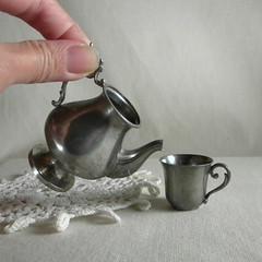 Tasse et Théière. cup and teapot (la pomme) Tags: cup vintage miniatures miniature teapot etsy teacup pewter lapomme