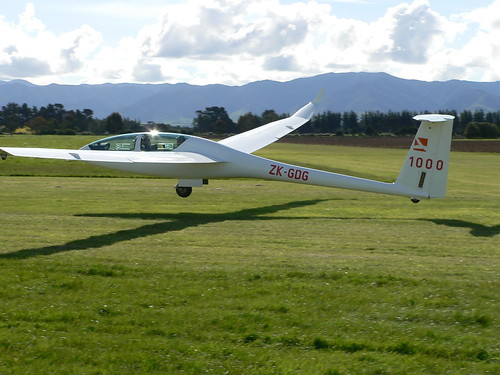 A precision landing for the DG1000, ZK-GDG