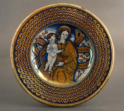 Large dish with scale border; in the center, the Madonna and Child