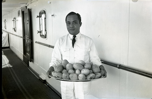 Fresh mangos served aboard the Casiana