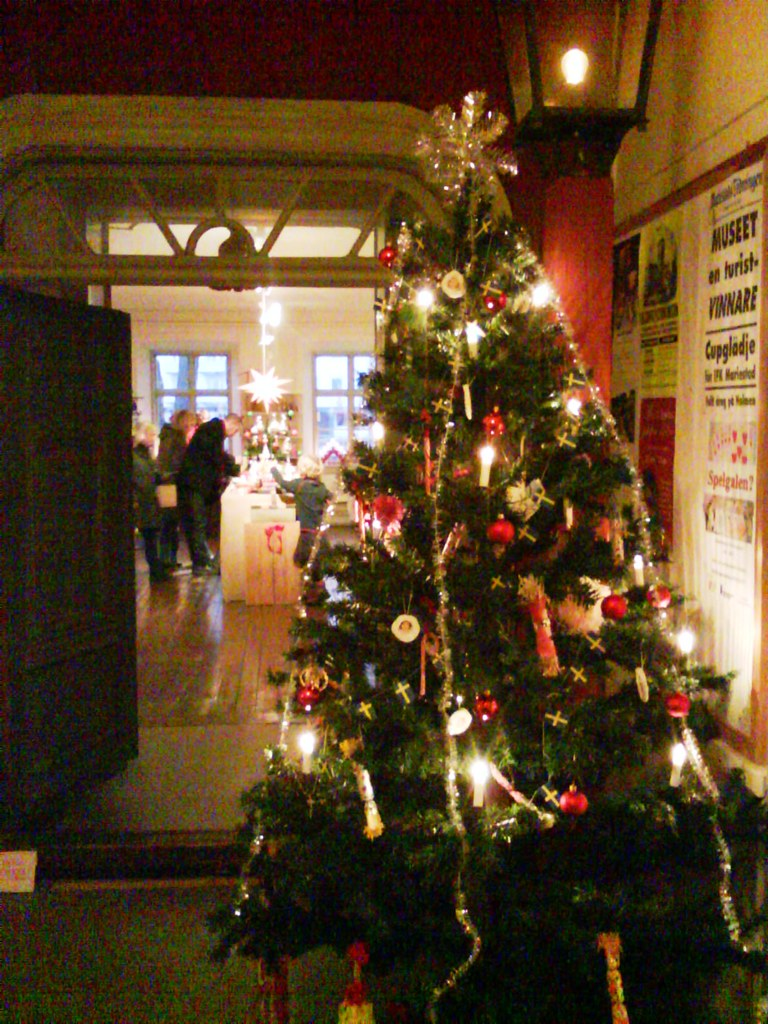 Traditional Christmas decorations in Sweden | DianeCA's ...