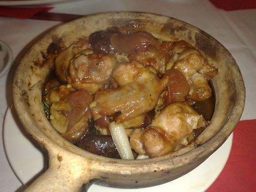 chicken, Chinese sausage & mushroom claypot