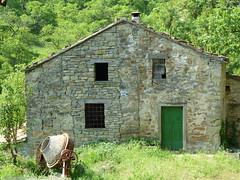 P1000516 (gzammarchi) Tags: casa italia natura finestra paesaggio collina cascina betoniera camminata attrezzo itinerario sestetto casteldelriobo