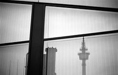 Hinterhof006 (Fotogehen) Tags: wand himmel stadt architektur sw block form turm dach stein rund schwarz bremerhaven beton fassade abstrakt zeichnung maritim spitze ziegel formen dreieck objekt wei§ gebude kste trme