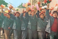 Parakalimi i 1 majit, Tiran, vite 70. Dfil du 1 mai, Tirana, Albanie, annes 70. (Only Tradition) Tags: al albania tirana 1maj albanien shqiperi shqiperia albanija albanie shqip shqipri ppsh shqipria tiran shqipe arnavutluk hcpa albani   gjuha parakalim   rpsh  rpssh    dshmortekombit parakalimi bpsh revistashqipriaere      albnija