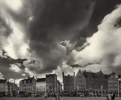 Brugge (Guido Musch) Tags: sky blackandwhite clouds nikon belgium belgique brugge belgi wideangle bruges markt hdr oldhouses sigma1020 d40 3exposure guidomusch thiscompositionisbecauseiremovedalotofperspectivedistortion idontlikeitthatyoucantseethefeetofthepeople