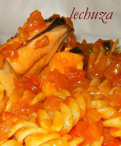 mejillones en salsa marinera-cerca