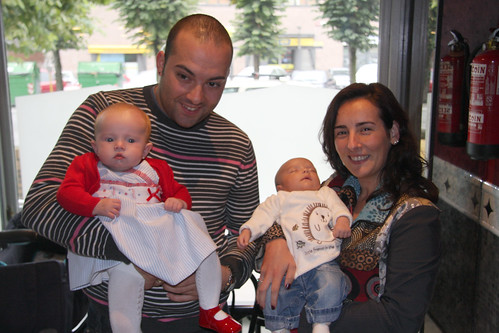 Cousins Andoni and Marga and their children