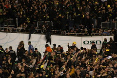 IMG_5026 (Edward_Sanchez_Photography) Tags: california new costumes red orange signs game green college halloween rose yellow night oregon matt dawn james crazy university day cheerleaders phil 21 dusk joey stadium crowd bat ducks 8 joe bowl bbq flags harley full eugene southern gameday sellout taylor record huge knight usc barbeque fans tailgating cheer blackout excitement uofo yello universityoforegon trojans fright espn bcs mcknight soldout mays autzen attendence pac10 implications jeramiah barkely masoli 103109 duckvision trojens 10312009 lamichael chearring lemichael