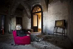 Prima visione (Funky64 (www.lucarossato.com)) Tags: red sky castle abandoned television decay surreal rosso castello casco premium poltrona abbandono surreale lucarossato funky64 mediasetpremium primavisionetv tvondemand