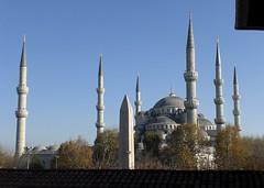 La Mezquita Azul vista desde el Museo de Arte Turco  y el obelisco del hipdromo (Pedro y Sergio) Tags: istanbul favoritas mezquita egipto cami obelisco sinan estambul turqua egipcio hipdromo turco otomano mygearandme
