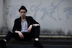 (uzaigaijin) Tags: people man fashion japan wall graffiti punk sitting modeling tag retro   1970 yoyogi 1980 mode mur japon personnes assis homme      70 80 rtro tky    80s fakevintage  70s   vicioustortue