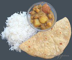 Potato Chickpeas Curry by simplyspices
