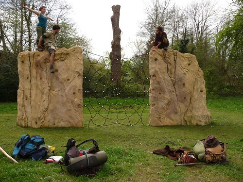rock-wall-outside-romsey